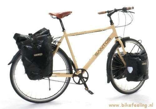 De Santos 2.8 is een echte vakantiefiets die comfortabel en relaxed lange afstanden overbrugt met veel bagage op de fiets.