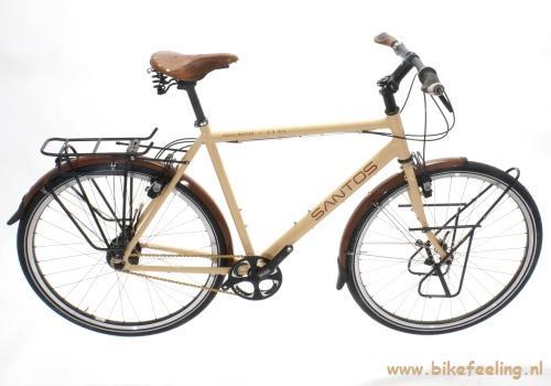 De Travelmaster 2.8 is ontworpen voor de sportieve vakantiefietser die vaker op asfalt fietst dan op gravel en stenen.