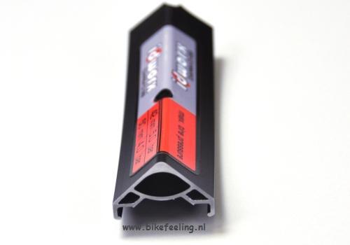 Extra brede velg, 3mm breder, van eigen fabricaat voor meer stijfheid en betere rol- en dempingseigenschappen van de band.